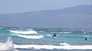 Szörfösök a hawaii-i Waikiki Beach-en