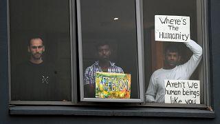 پناهجویان بیمار در هتلی در ملبورن در بازداشت هستند