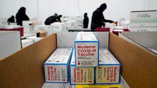 یکی از مراکز توزیع واکسن در آمریکا