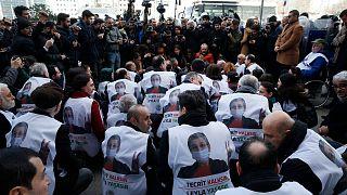 تحصن حامیان لیلا گوون به هنگام اعتصاب غذای او