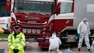 شاحنة التبريد التي وجدت في منطقة غرايز الصناعية شرق لندن وبداخلها جثث 39 مهاجراً