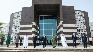 الرئيس الفرنسي إيمانويل ماكرون وقادة بوركينا فاسو ومالي وموريتانيا والنيجر وتشاد، وإسبانيا في قمة لزعماء مجموعة دول الساحل استضافتها نواكشوط/30 يونيو2020