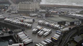 Camiones aparcados en el puerto inglés de Dover tras el cierre del Canal de la Mancha