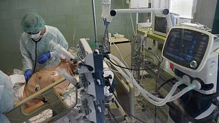Koronavírus-gyanús, lélegeztető gépen lévő beteg