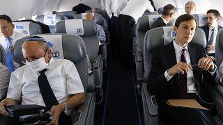 İsrail Ulusal Güvenlik Konseyi Başkanı Meir Ben Shabbat ve ABD Başkanı Donald Trump'ın damadı Jared Kushner normalleşme kapsamında BAE'ye giderken