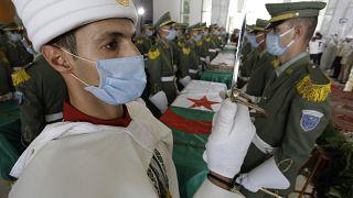 La cerimonia del rientro dei resti dei combattenti algerini