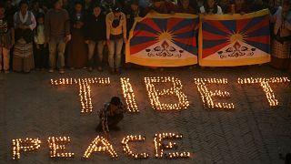 Nepal'de yaşayan Tibetliler, Çin Büyükelçiliği önünde barışçıl gösterisi düzenlerken (arşiv)