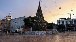 `مدينة بيت لحم الفلسطينية تحي أعياد الميلاد هذا العام في ظل غياب السيّاح والزوّار بسبب جائحة كورونا