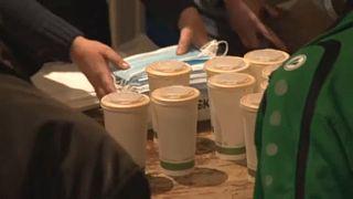 Az önkéntesek 600 adag gulyáslevest szállítottak hajléktalanszállókba.