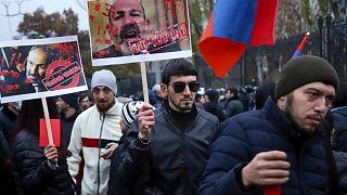 عکس تزیینی: راه پیمایی مخالفان دولت در ایروان در هفته گذشته