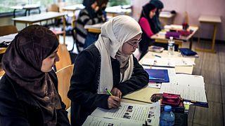 Fransa'da başörtülü öğrenciler
