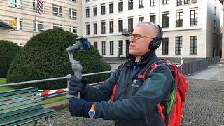 Tourleiter Jeremy Minsberg mit seiner Handykamera.
