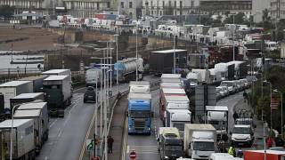 Frankreich öffnet Grenze - Massentests für Lkw-Fahrer in Dover