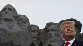 دونالد ترامپ در جریان بازدید از کوه راشمر در تابستان ۲۰۲۰
