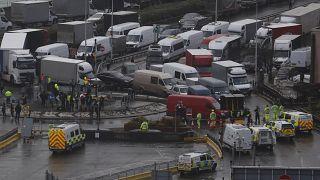 Wütende LKW-Fahrer müssen wohl Weihnachten in Dover im Stau verbringen