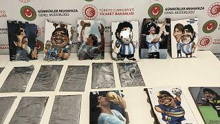 İstanbul'da Maradona'nın tablolarının arkasına gizlenmiş kokain ele geçirildi