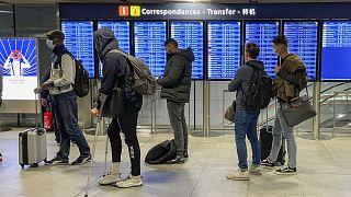 مسافرون في مطار شارل ديغول-باريس