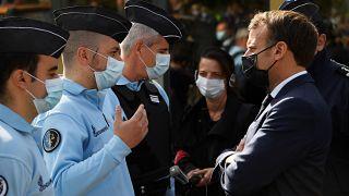 Президент Франции встречается с жандармами в Тенде октябрь 2020 г.
