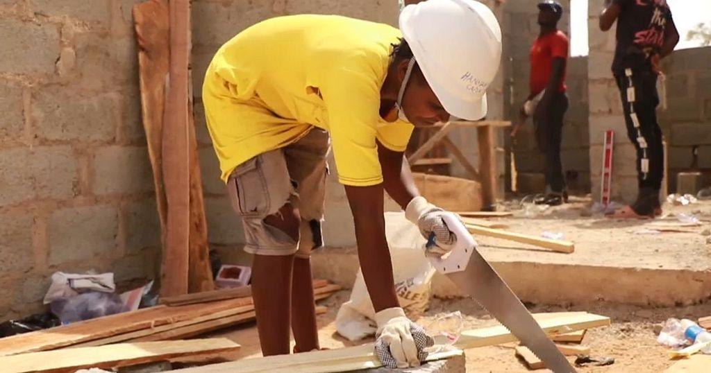 Meet Hanatu Terry, the female carpenter breaking stereotypes in Nigeria    Africanews