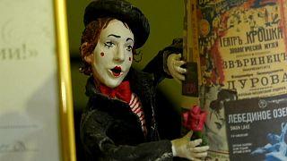 Возрождённая традиция ватных ёлочных игрушек. кадр из видео