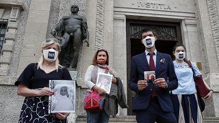 Covid : les familles des victimes de Bergame réclament justice