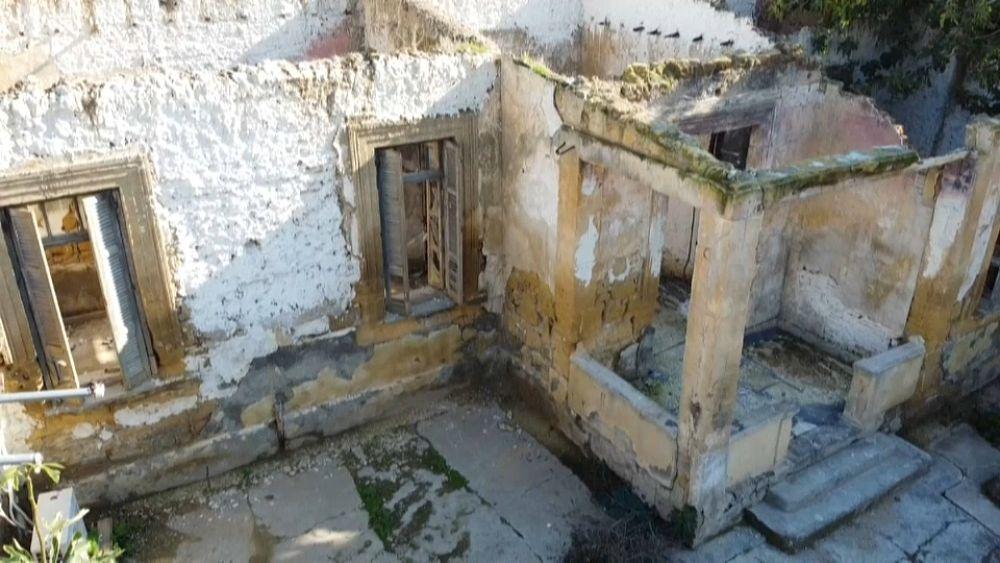 Η Κύπρος είναι επιφυλακτική για τα ερειπωμένα σπίτια της