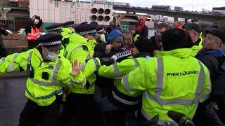 La colère des camionneurs bloqués dans le sud de l'Angleterre