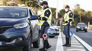 الشرطة الإيطالية تكثف عمليات مراقبة إجراءات الحد من انتشار كوفيد-19