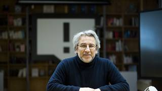 """Le journaliste Can Dündar, condamné, dénonce le """"nuage de peur"""" sur la Turquie"""
