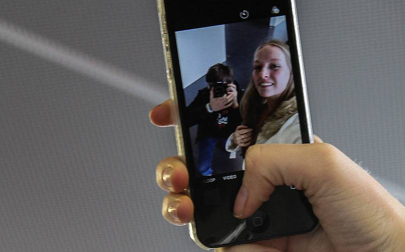İnternette yer alan dijital fotoğraflarda filtre ve photoshop gibi yazılımlar sıklıkla kullanılıyor.