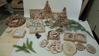زينة عيد الميلاد مصنوعة من الخشب المعاد تدويره