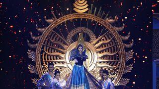 ممثلة بوليوود مادهوري ديكسيت خلال حفل توزيع جوائز أكاديمية الفيلم الهندي الدولي العشرين  في مومباي، الهند.