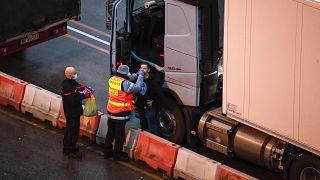 Χιλιάδες οδηγοί εγκλωβισμένοι στο Ντόβερ