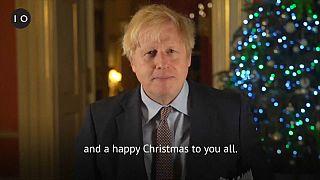Boris Johnson durante il suo videomessaggio su Twitter.