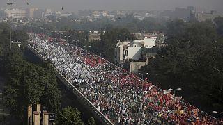 Hindistan'da eylülde tarım sektörüne serbestlik getiren 2 yasanın parlamentoda kabul edilmesinin ardından çiftçiler protestolara başlamıştı