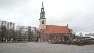 Igreja de Berlim oferece missas ao ar livre