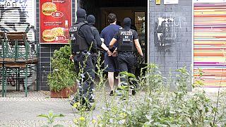 Berlin'in Kreuzberg semtinde bir tutuklama anı (arşiv)