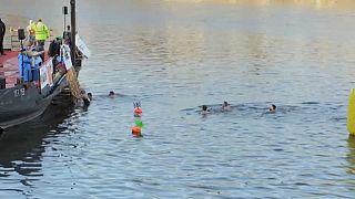 سباحة في المياه الباردة بالعاصمة التشيكية