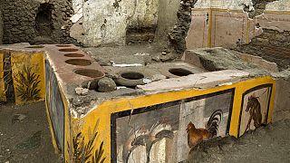 Pompeii'de 2 bin yıllık fast-food dükkanı tamamen gün yüzüne çıkarıldı