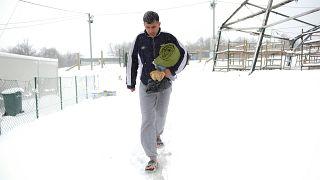 Migrantes e refugiados lutam para sobreviver ao frio na Bósnia