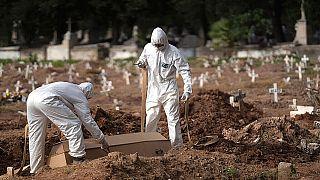 تدفین قربانیان کرونا در برزیل