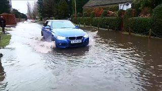 Καταιγίδα «Μπέλα»: Σοβαρές ζημιές σε Αγγλία, Ουαλία, ΒΔ Γαλλία