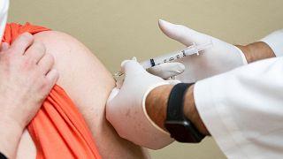 ABD'de Covid-19 aşısı kurallarını deldiği iddia edilen sağlık kurumuna soruşturma