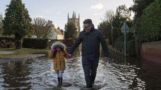 La tempête Bella provoque des inondations en Angleterre