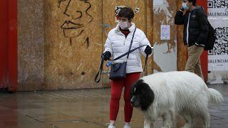 Женщина с собакой в Лондоне