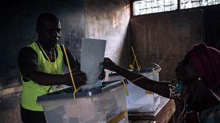 RCA : dépouillement des bulletins de vote en cours