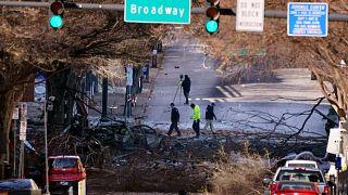 محققون يفحصون موقع انفجار، ناشفيل، تينيسي، الولايات المتحدة، السبت 26 ديسمبر 2020