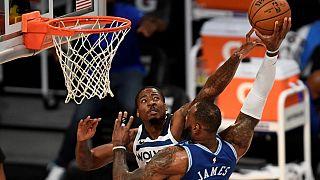 Heimsiege für Lakers und Hornets