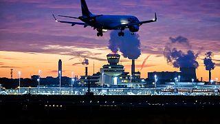 Flugzeug landet in Berlin-Tegel, 5.11.2020