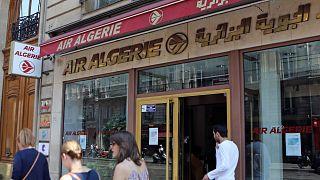 أمام مكتب شركة الخطوط الجوية الجزائرية، في شارع الأوبرا في باريس، الخميس 24 يوليو 2014